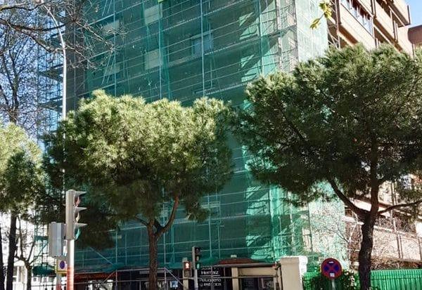 Aislamiento fachadas andamio edificio viviendas Madrid